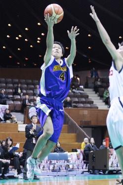 終了間際に出場し、1本決めた北海学園大・#4松本。ベンチや応援席から歓声が上がった。