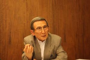 戦時下の慶應義塾について語る白井氏