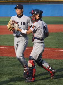 シーズンを通し、攻守に活躍した長崎��弥(右)。自身初のベストナイン賞も獲得した。