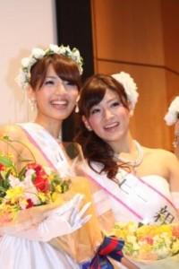 ミスの秦綾佳さん(左)と準ミスの酒井真由子さん(右)
