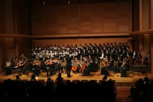 演奏を披露する慶應義塾コレギウム・ムジクム・オーケストラ