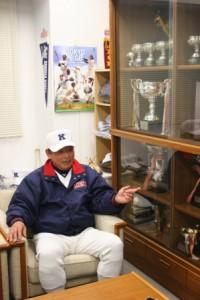 1942年生まれ。1961年に中京商業高校から慶大へ進学。在学中に3年春から4季連続ベストナイン。1965年に巨人へ入団。その後中日に移籍し、1976年に現役引退。引退後は巨人、ロッテ、横浜のコーチを歴任。2009年 12月に慶大野球部監督に就任。