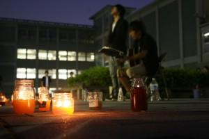 日吉キャンパス中庭で行われたキャンドルナイト
