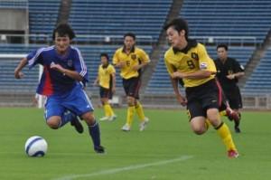 俊足を生かし、裏を狙う深澤(慶應スポーツ提供