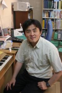 「自分で考えること」の大切さを話す佐藤教授