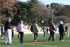 ラダーを使いトレーニングをする参加者