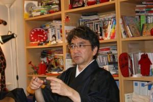 SNSの今後について語る中村教授