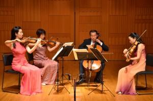 クァルテット・エクセルシオの4人。左から西野ゆかさん(第一ヴァイオリン)、山田百子さん(第二ヴァイオリン)、大友肇さん(チェロ)、吉田由紀子さん(ヴィオラ)
