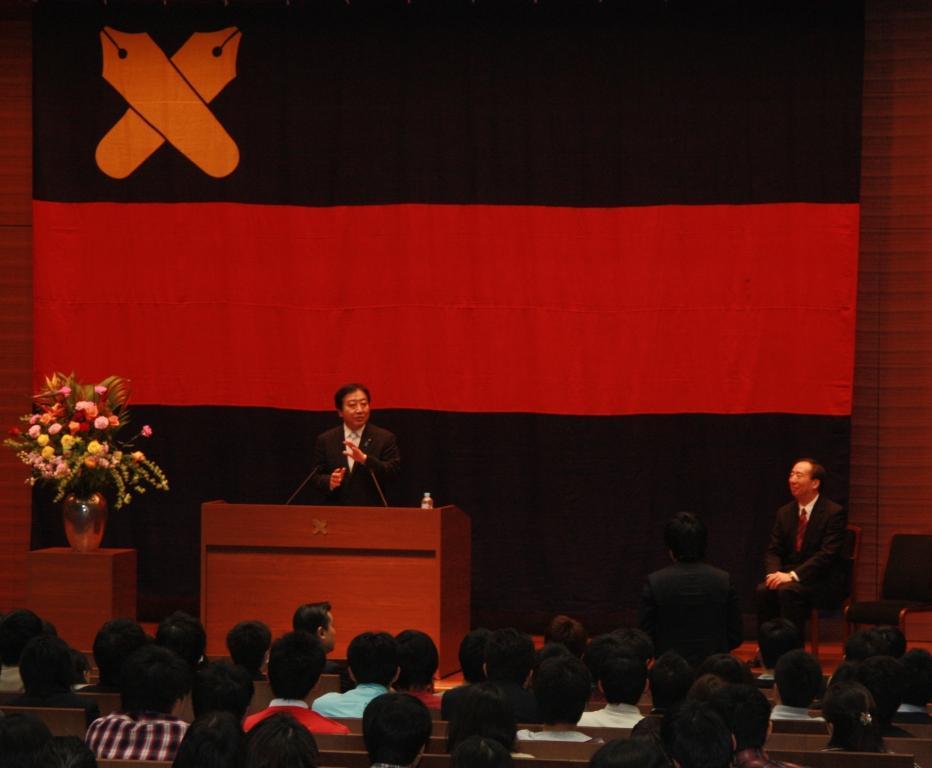 塾生に訴えかける野田首相