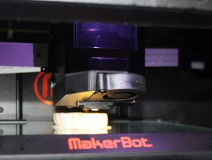 3Dプリンタで立体が作られる様子