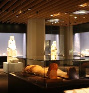 幅広い時代の文化財が並ぶ