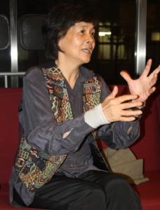 経済学部准教授 長沖暁子氏 77年東京都立大学理学部生物学科卒業、同年慶應義塾大学に助手として就職。 生物学、ジェンダー論、女性学などの授業を担当。慶應義塾・南三陸プロジェクト代表。科学技術と社会の関係、特に生殖技術に関心を持っている。著書に『AIDで生まれるということ-精子提供で生まれた子どもたちの声』(共著・萬書房)、『シリーズ生命倫理学6 生殖医療』(共著・丸善出版)など。