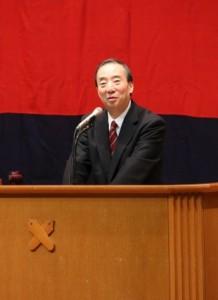 福澤の言葉を引用しながら語りかける清家塾長