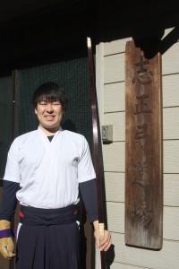 弓術部幹事の稲熊渉さん(総2)