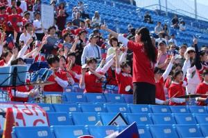早慶戦応援席で輝く部員たち