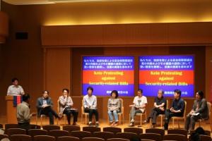 シンポジウム参加者と議論を交わす有志の会のメンバーたち
