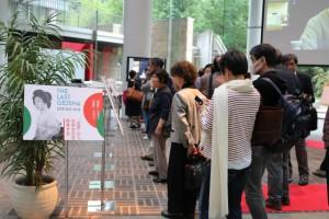 先月開かれた「最後の吉原芸者の記録」展示会の様子。一般人も多く訪れた。―日吉来往舎にて