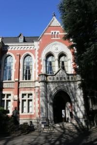 先月玄関扉が閉鎖された旧図書館
