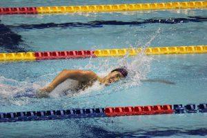 400m自由形で1位となった福島