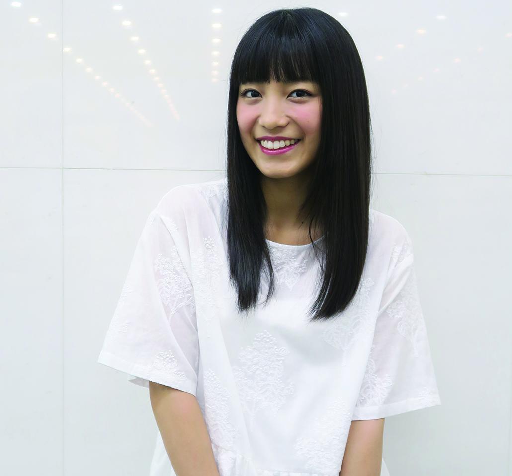 miwa(みわ) 1990年6月15日葉山に生まれ、東京で育つ。2010年、慶大在学中にシングル『don't cry anymore』でシンガーソングライターとしてデビュー。2012年にはシングル『ヒカリへ』が大ヒットし、大学卒業と同時に初の武道館公演を開催する。