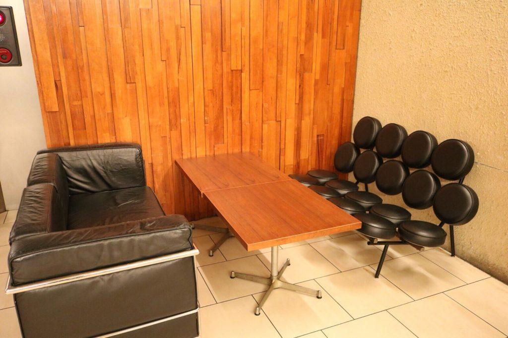 椅子にこだわるカフェ